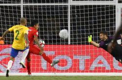 brasile perù copa america centenario ruidiaz gol di mano